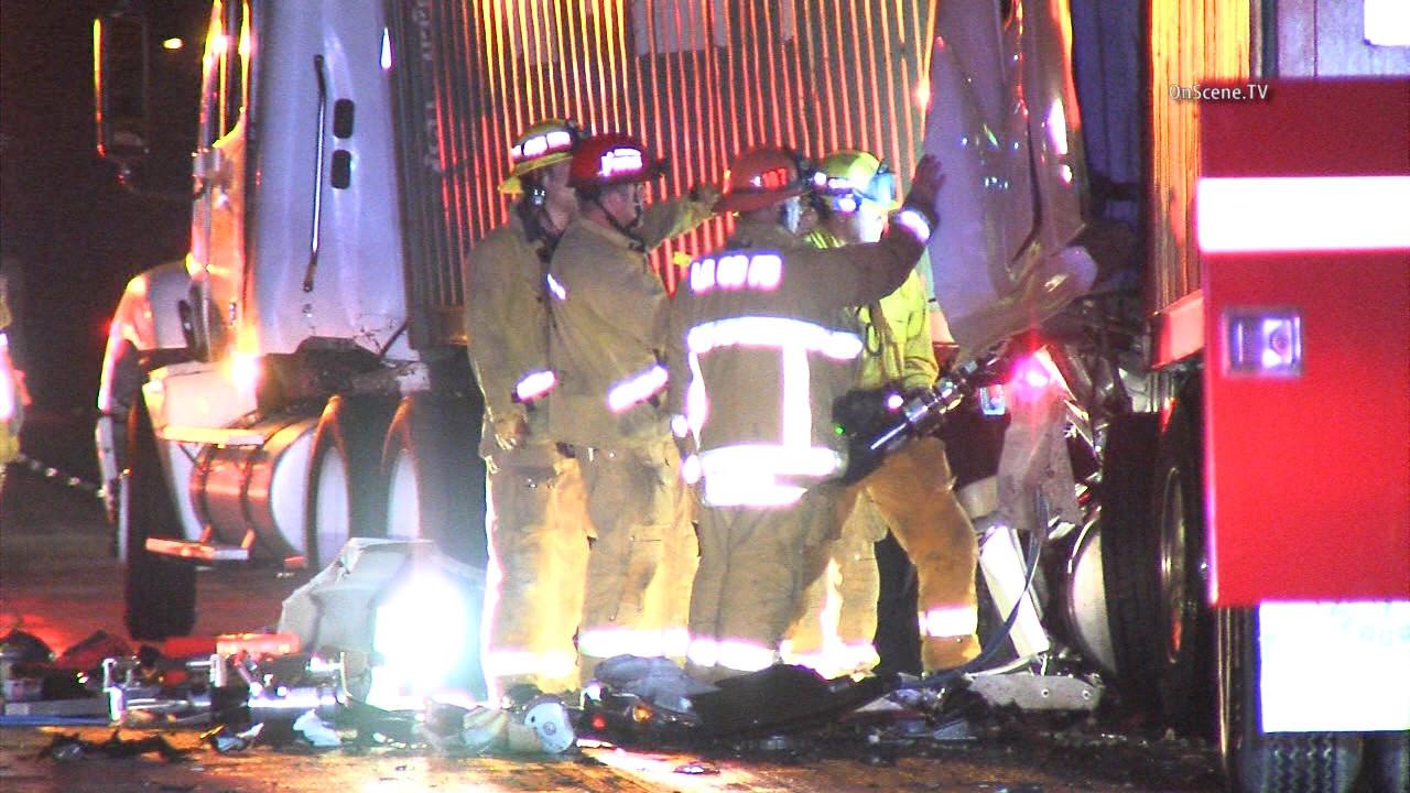 Big rig crash closes lanes of 60 Freeway in Diamond Bar