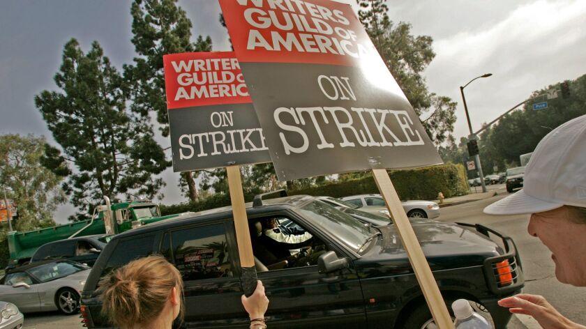 Cusack, Anne –– – 130285.FI.1105.strike.AC. 11/05/2007. Los Angeles. Motorists honk their horns to s