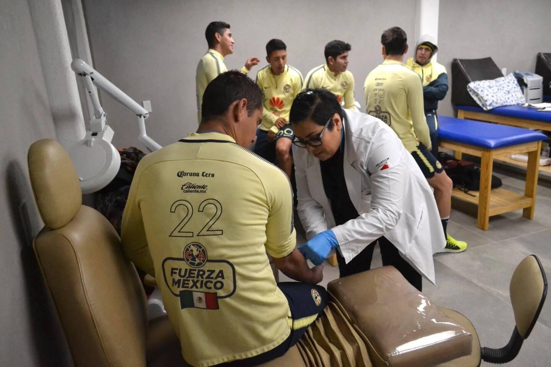Los jugadores del América se reportaron a los exámenes médicos para iniciar con la pretemporada rumbo al Torneo Clausura 2018 de la Liga MX.