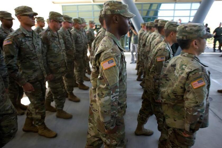 El Pentágono desplazará un total de 250 militares a la ciudad fronteriza de Eagle Pass, en el estado de Texas, por la llegada de una nueva caravana de migrantes, avanzó hoy el portavoz del departamento de Defensa Bill Speaks. EFE/Archivo