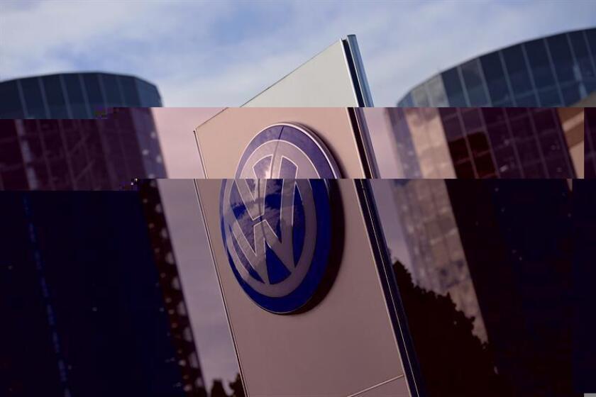 Un alto ejecutivo de Volkswagen fue arrestado el sábado en Miami (Florida) por las autoridades estadounidenses en relación con el escándalo de los motores diesel trucados de la compañía, informó hoy el Departamento de Justicia en un comunicado. EFE/ARCHIVO