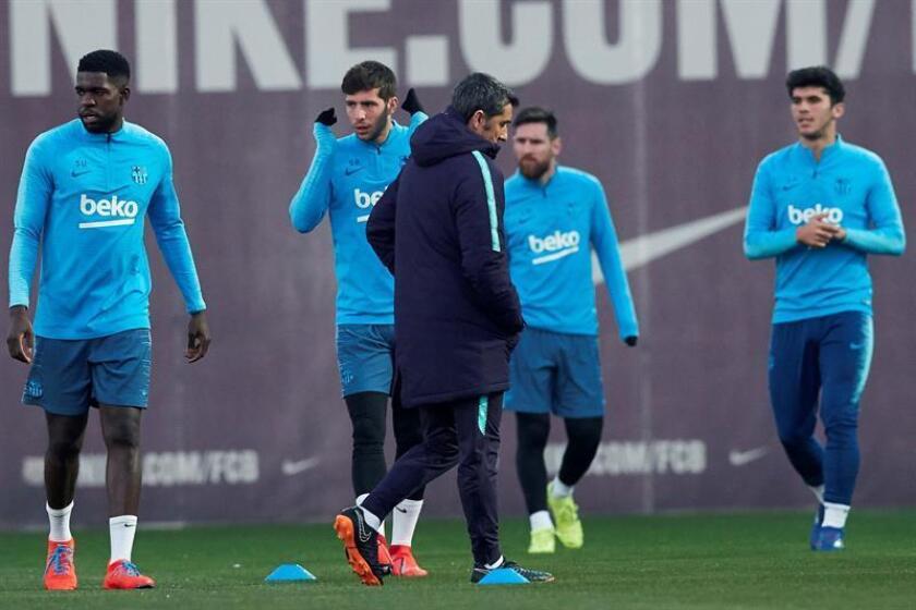 El técnico del FC Barcelona, Ernesto Valverde, durante un entrenamiento de la plantilla. EFE/Archivo