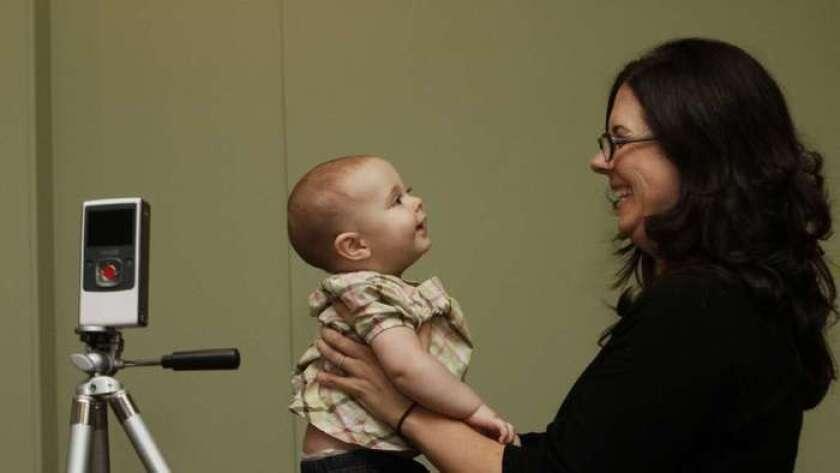 Los cambios cerebrales asociados con el embarazo pueden preparar a una mujer para que comprenda mejor las señales de su bebé (Anne Cusack / Los Angeles Times).