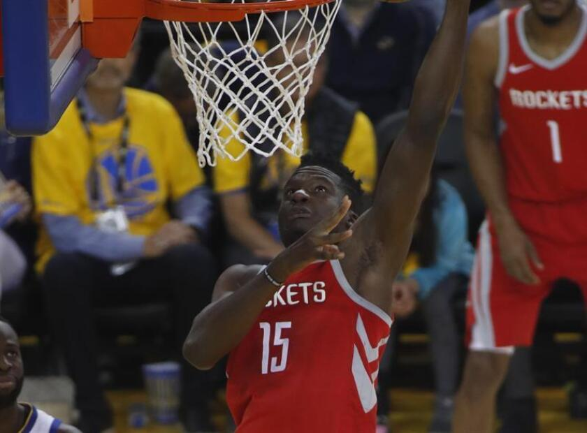 El jugador de Houston Rockets Clint Capela durante un partido de la NBA. EFE/Archivo