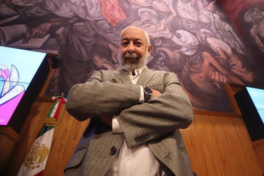 El escritor cubano Leonardo Padura participa en una conferencia de prensa, en la ciudad de Guadalajara (México). EFE