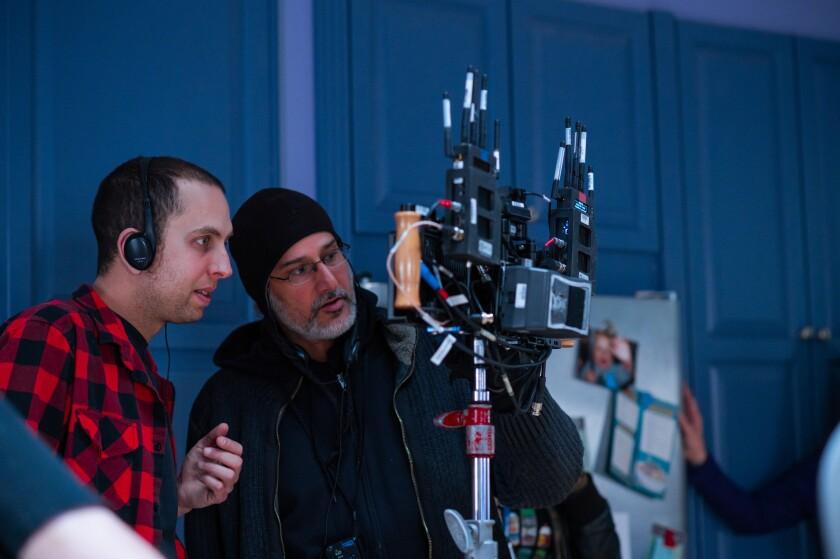 Brandon Cronenberg (izq.) en el set de la cinta.