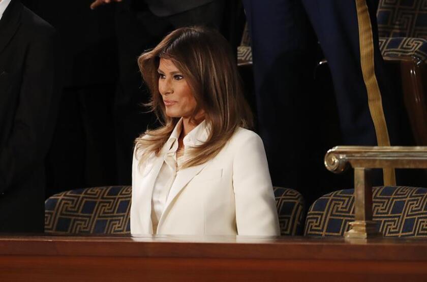 La primera dama de Estados Unidos Melania Trump (c) llega hoy, martes 30 de enero de 2018, para escuchar el discurso del presidente Donald Trump sobre el Estado de la Unión ante el Congreso, en Washington (Estados Unidos). EFE