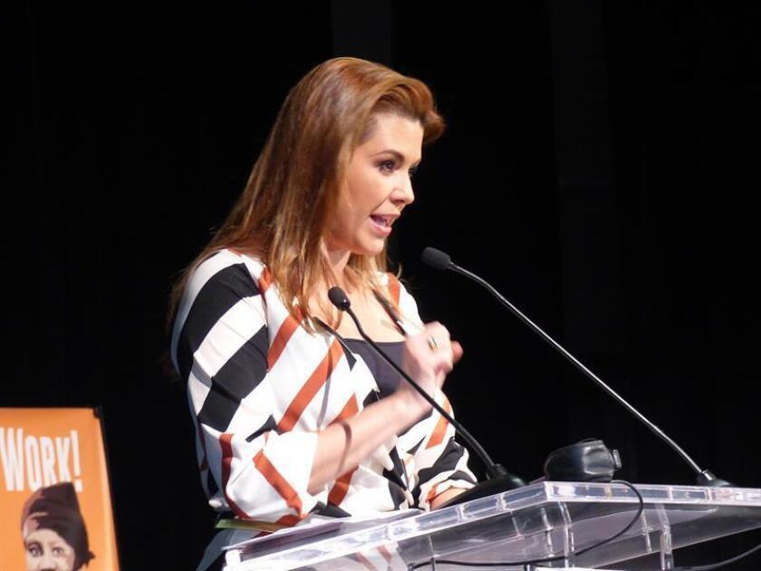 La ex Miss Universo, Alicia Machado, habla durante un evento. EFE/Archivo