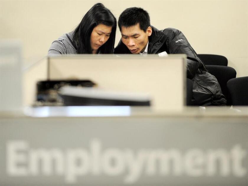 Las solicitudes semanales del subsidio por desempleo en Estados Unidos bajaron levemente la pasada semana en 1.000 hasta las 230.000, y siguen en mínimos de 45 años, informó hoy el Departamento de Trabajo. EFE/Archivo