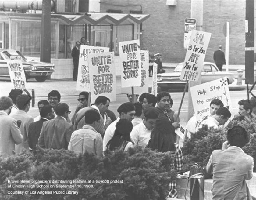 Miles de jóvenes latinos marcharon fuera de sus aulas en el Este de Los Ángeles hace cinco décadas para exigir su derecho a una educación de calidad.