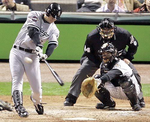 Geoff Blum hits a solo home run