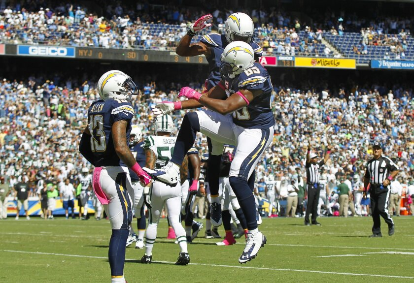 Chargers Antonio Gates celebrates a touchdown with Eddie Royal and Keenan Allen (13) in the 1st quarter against the Jets.
