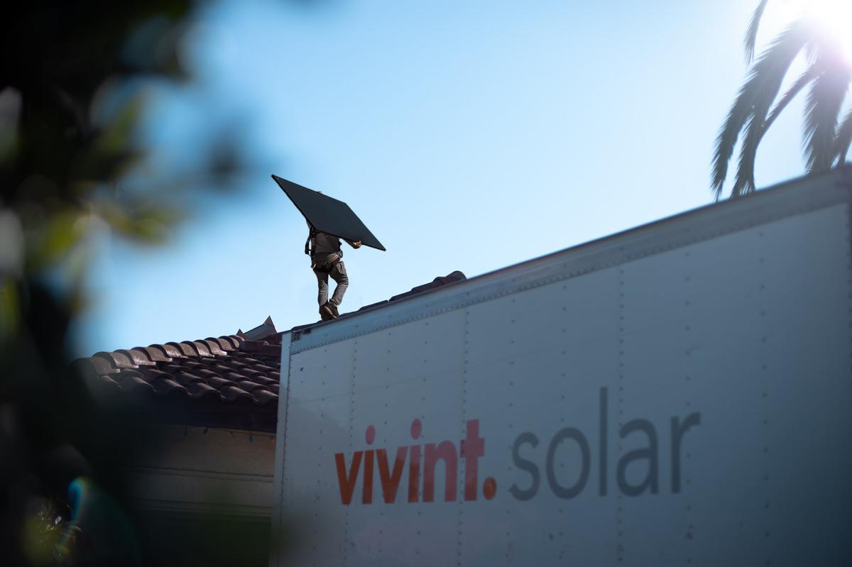 If you're a SoCal homeowner, now might be the best time to go solar. Here's what you need to know.