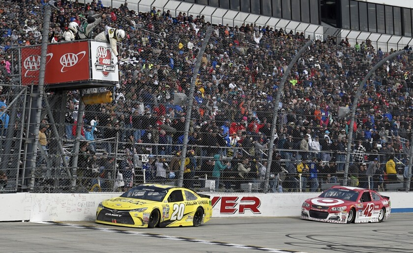 NASCAR: Matt Kenseth holds off Kyle Larson for Sprint Cup win at Dover