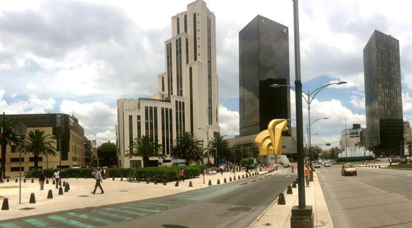 En la imagen un registro general de la céntrica avenida Paseo de la Reforma en Ciudad de México.