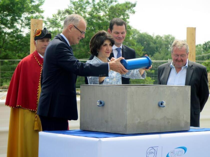 La directora general del CERN, Fabiola Gianotti, durante la inauguración en Ginebra de las obras de mejora del Gran Colisionador de Hadrones (LHC) del Laboratorio Europeo de Física de Partículas (CERN). EFE/Archivo