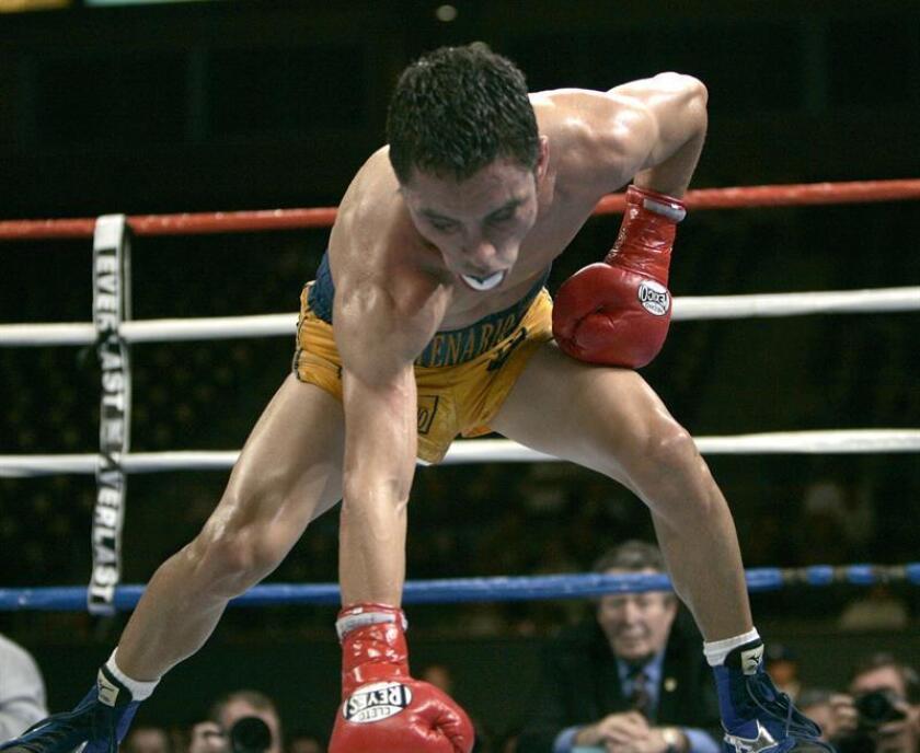 El boxeador mexicano Fernando Montiel, durante una pelea fechada del 28 de mayo de 2006. EFE/Archivo