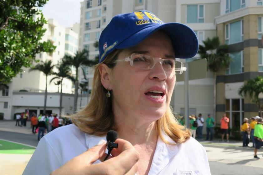 La alcaldesa de San Juan, Carmen Yulín Cruz, habla con Efe momentos antes del inicio de las marchas del Primero de Mayo en San Juan (Puerto Rico). EFE/Archivo