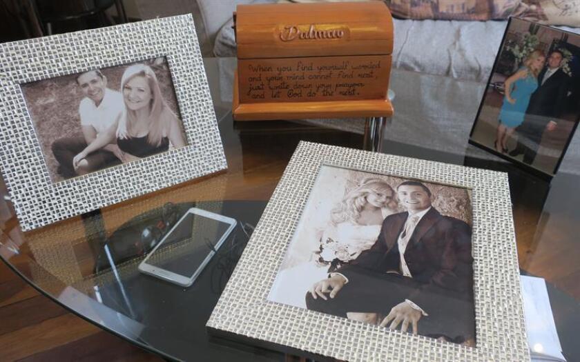 Fotografía fechada el 29 de agosto de 2018 que muestra imágenes de la española Pilar Garrido en compañía de su esposo Jorge Fernández. EFE/Archivo