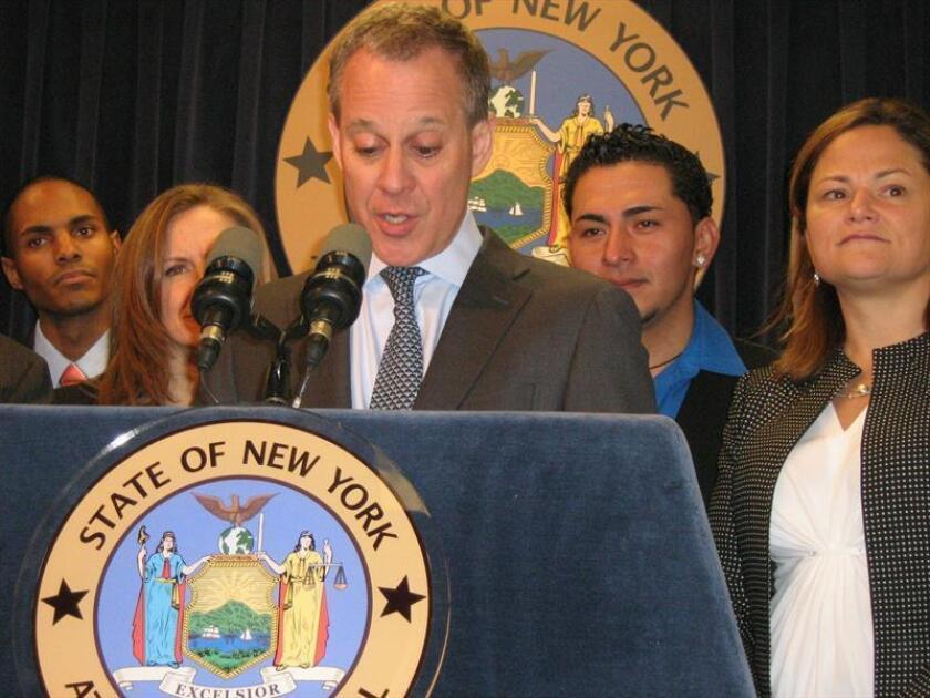 El fiscal general de Nueva York, Eric Schneiderman durante una conferencia de prensa. EFE/Archivo