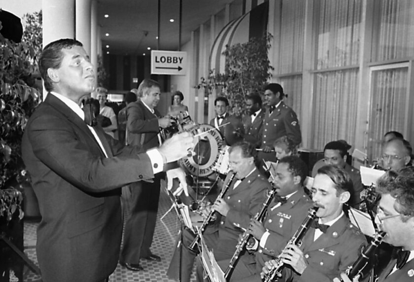 Jerry Lewis, left, performs with the U.S. Army Reserve Band at the Beverly Hilton prior to his receipt of the Defense Distinguished Service Medal in 1985.