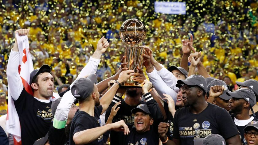 epaselect epa06025354 Golden State Warriors team celebrates with the Larry O'Brien NBA Championship