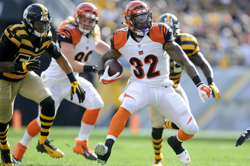 Cincinnati Bengals running back Jeremy Hill (32) runs the ball away from Pittsburgh Steelers inside linebacker Ryan Shazier (50) in the first quarter of an NFL football game against the Pittsburgh Steelers, Sunday, Nov. 1, 2015, in Pittsburgh. (AP Photo/Don Wright)