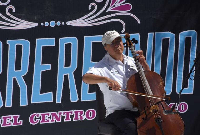 """Yo-Yo Ma ofrece concierto en la frontera México-EEUU para """"construir puentes"""""""