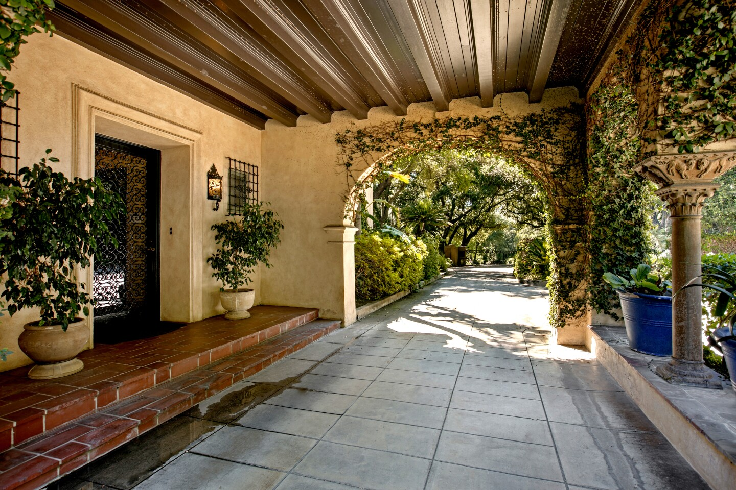 Vintage SoCal | A Pasadena Spanish Colonial suits the lifestyle of the rich in 1928 and today