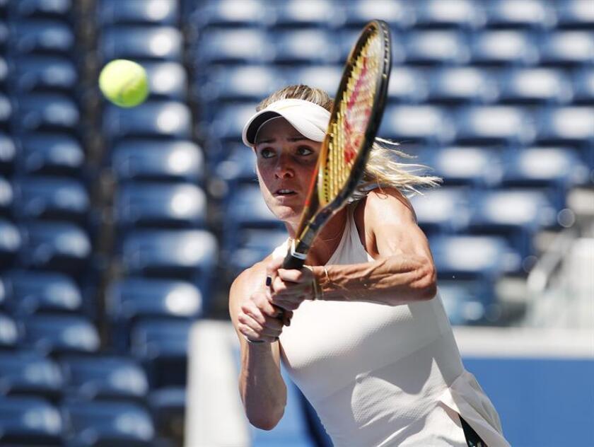 La tenista ucraniana Elina Svitolina devuelve la bola a la alemana Tatjana Maria durante su encuentro en la tercera jornada del Abierto de Estados Unidos disputado en el centro nacional de tenis de Flushing Meadows, Nueva York (Estados Unidos) hoy, 29 de agosto del 2018. EFE