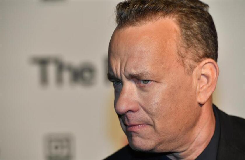 """El actor estadounidense Tom Hanks posa para los medios durante el estreno del filme """"The Post"""". EFE/Archivo"""