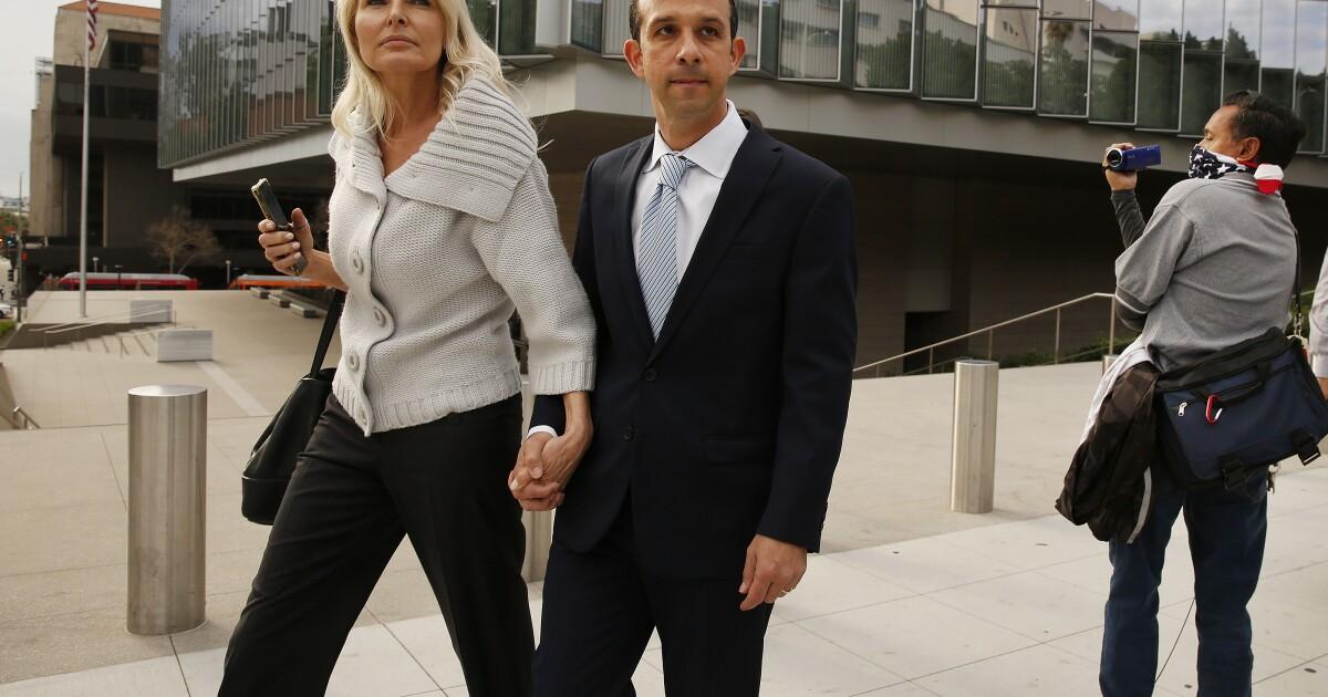Ehemalige L. A. Stadtrat Mitchell Englander sich schuldig zu bekennen, in Korruptionsfall