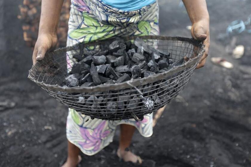 El Colegio de Químicos de Puerto Rico (CQPR) exigió hoy a varias agencias que realicen muestreos y análisis para determinar el impacto ambiental que han causado el desecho y depósito de las cenizas producidas por la quema de carbón de la empresa AES a los cuerpos de agua subterránea en la isla. EFE/Archivo