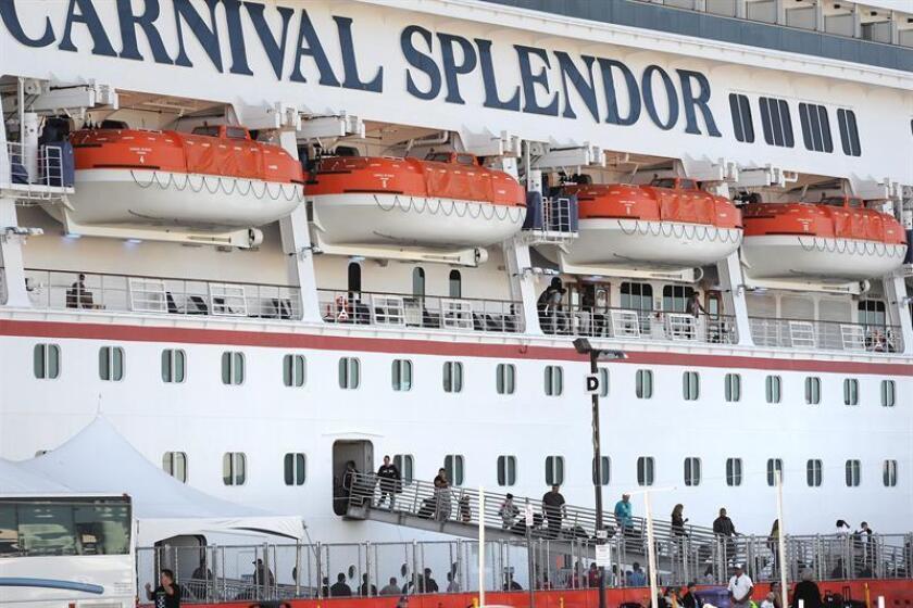 Pasajeros desembarcan del crucero de lujo Carnival Splendor en San Diego, California (EE.UU.). EFE/Archivo