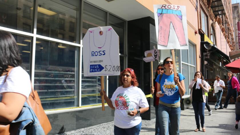 En la mira tienda Ross por abusos laborales en proveedores de ropa, activistas piden salarios justos