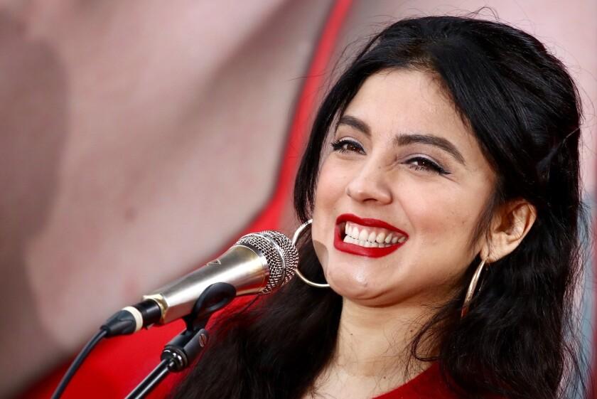 La cantante chilena radicada en tierras aztecas no aprueba al mandatario de su país.