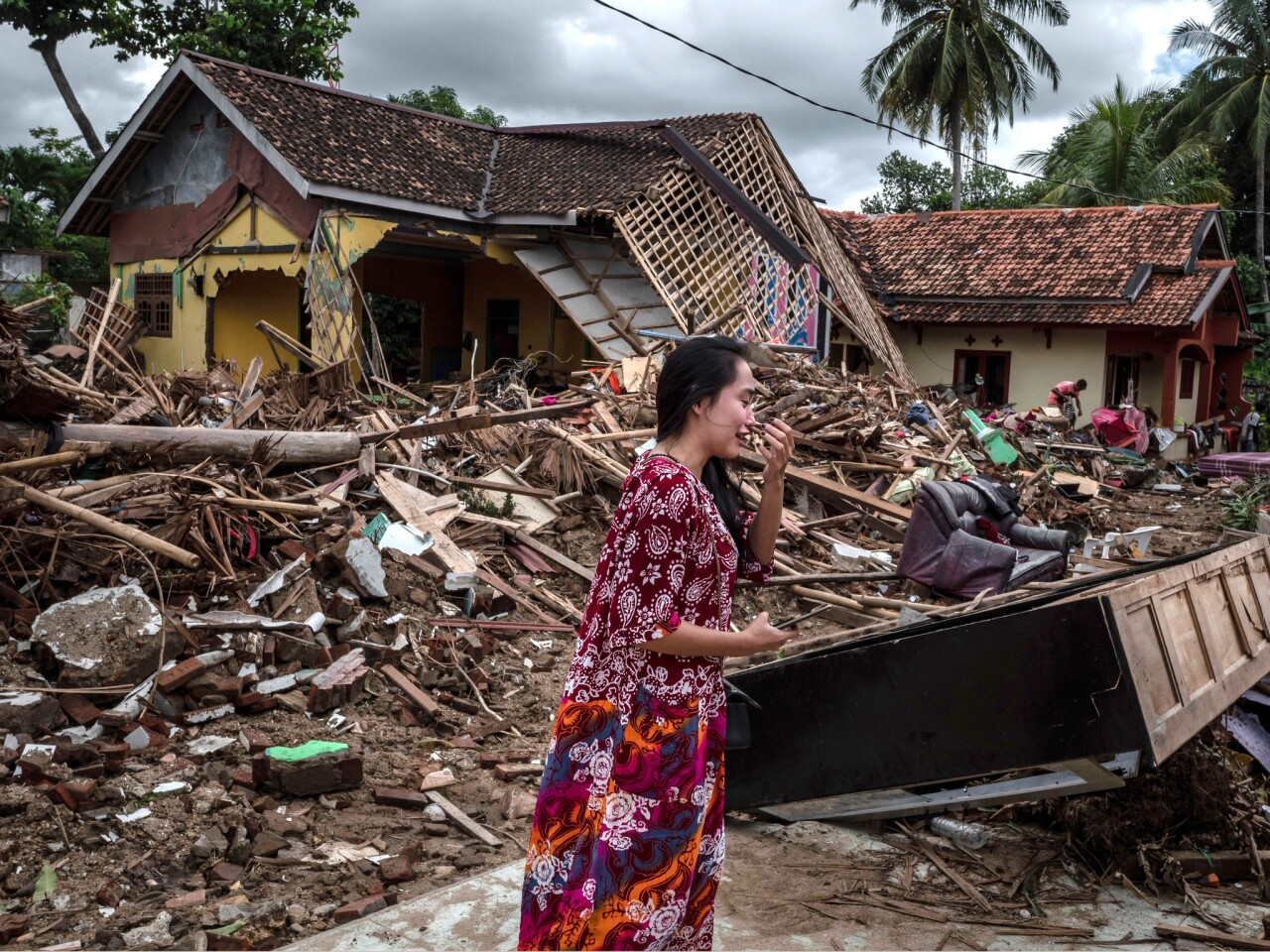 Death toll continues to rise following tsunami in Indonesia