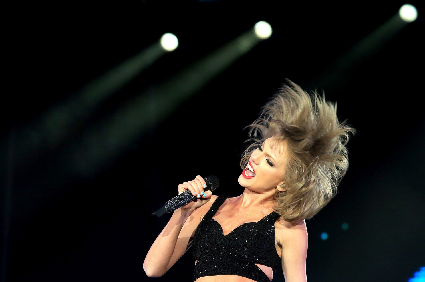 Taylor Swift Set To Strut Into Staples Center On Top Of The World Los Angeles Times