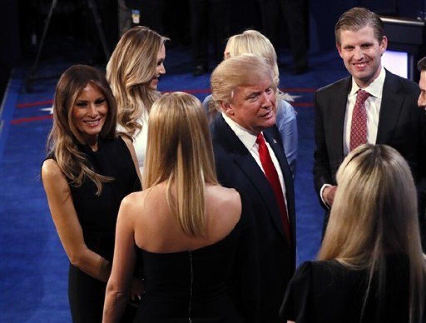 """El insólito rechazo del candidato republicano a la Casa Blanca, Donald Trump, a confirmar si aceptará el resultado de unas elecciones """"amañadas"""" marcó la pasada noche el tercer y último debate con su rival demócrata, Hillary Clinton."""