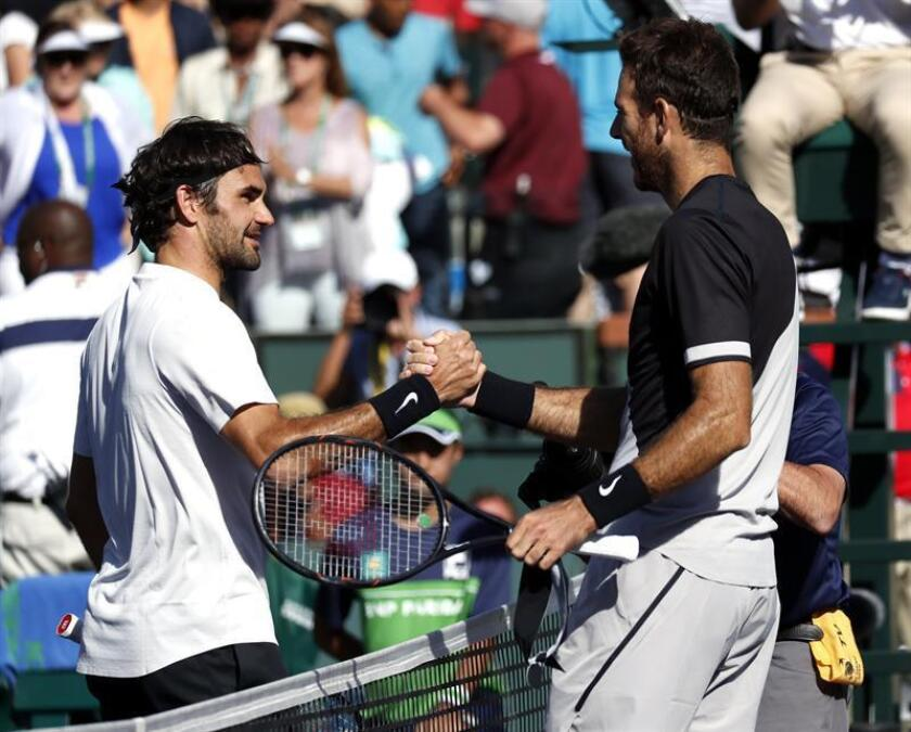 Juan Martin Del Potro from Argentina (R) shakes hands Roger Federer from Switzerland (L) after he defeated Federer in their finals match the BNP Paribas Open at the Indian Wells Tennis Garden in Indian Wells. EFE