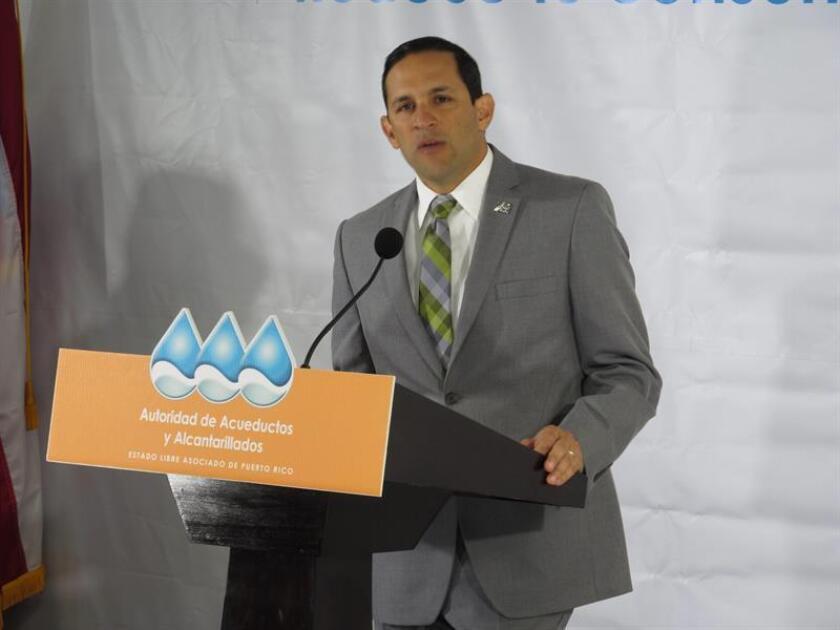 El gobernador de Puerto Rico, Alejandro García Padilla, destacó hoy la labor de Alberto Lázaro, recientemente destituido como presidente de la estatal Autoridad de Acueductos y Alcantarillados (AAA) por no contar con el apoyo del Ejecutivo de Ricardo Rosselló, que comenzará su andadura en enero. EFE/ARCHIVO