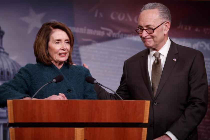 Los líderes demócratas del Congreso, Nancy Pelosi y Chuck Schumer, acusaron hoy al presidente Donald Trump de ser más fiel a su homólogo ruso, Vladímir Putin, que a sus aliados de la OTAN, a la luz de sus recientes declaraciones sobre Alemania. EFE/Archivo