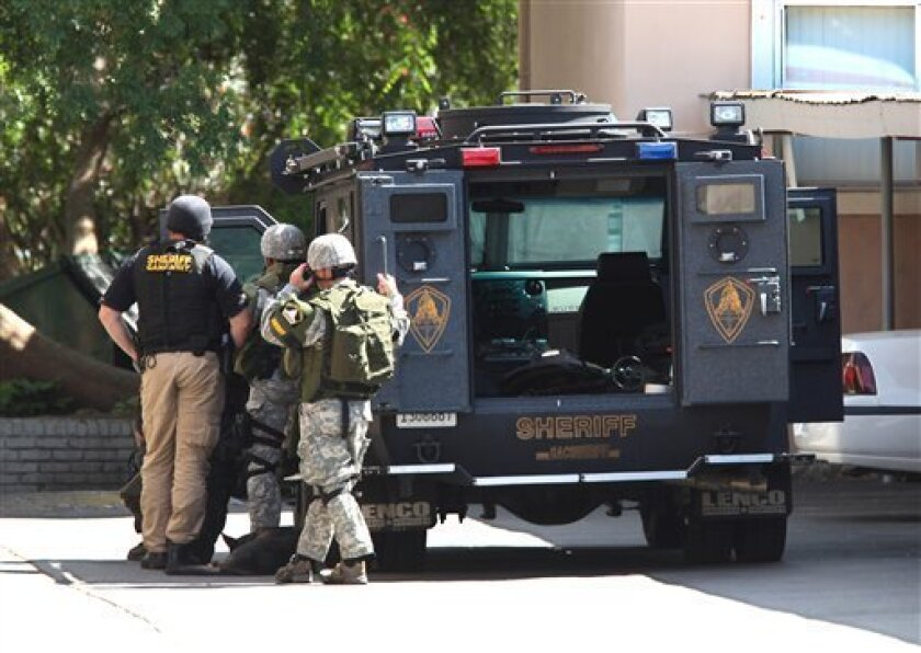 Armed Man In Sacramento Holds 15 Month Old Hostage The San Diego Union Tribune