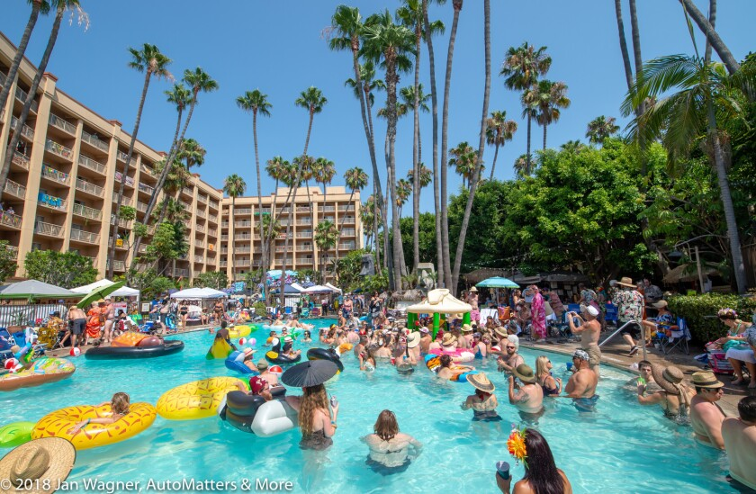 01692-20180811 Tiki Oasis-Crowne Plaza-car show+marketplaces+poolside+Sat Night Showcase-Emcee King Kukulele-costume contests-bands-Satin Dollz-WS-D4s