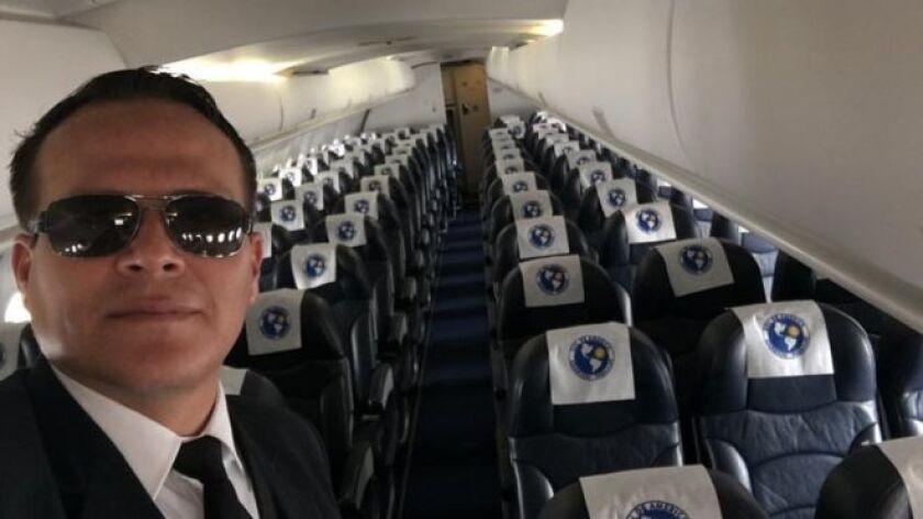 """""""Mami: voy saliendo del aeropuerto Viru Viru, de Santa Cruz (Bolivia). Iré hasta Medellín. Llamo cuando llegue"""". Eso es lo último que sus familiares escucharon de Miguel Alejandro Quiroga Murakami, el piloto boliviano del vuelo CP-2933 de la aerolínea Lamia que se estrelló en Colombia el lunes por la noche con 77 personas a bordo, entre ellas el equipo brasileño de fútbol Chapecoense."""