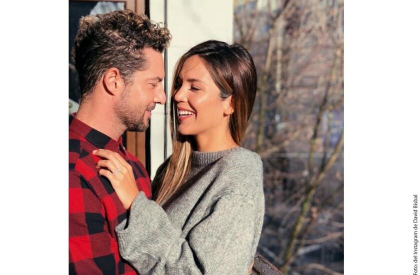 Tras casi dos años de noviazgo, el cantante David Bisbal y la modelo Rosanna Zanetti anunciaron su casamiento a través de una fotografía en Instagram, publicó El País.