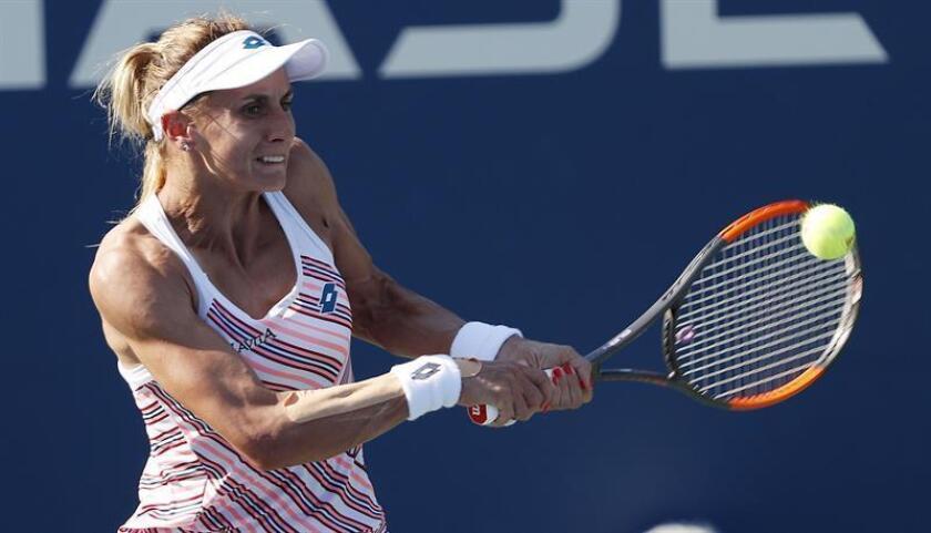 Lesia Tsurenko de Ucrania devuelve una bola a Marketa Vondrousova de República Checa durante un partido en el octavo día del Abierto de Tenis de Estados Unidos en el Centro Nacional de Tenis USTA en Flushing Meadows en Nueva York (EE.UU.). EFE