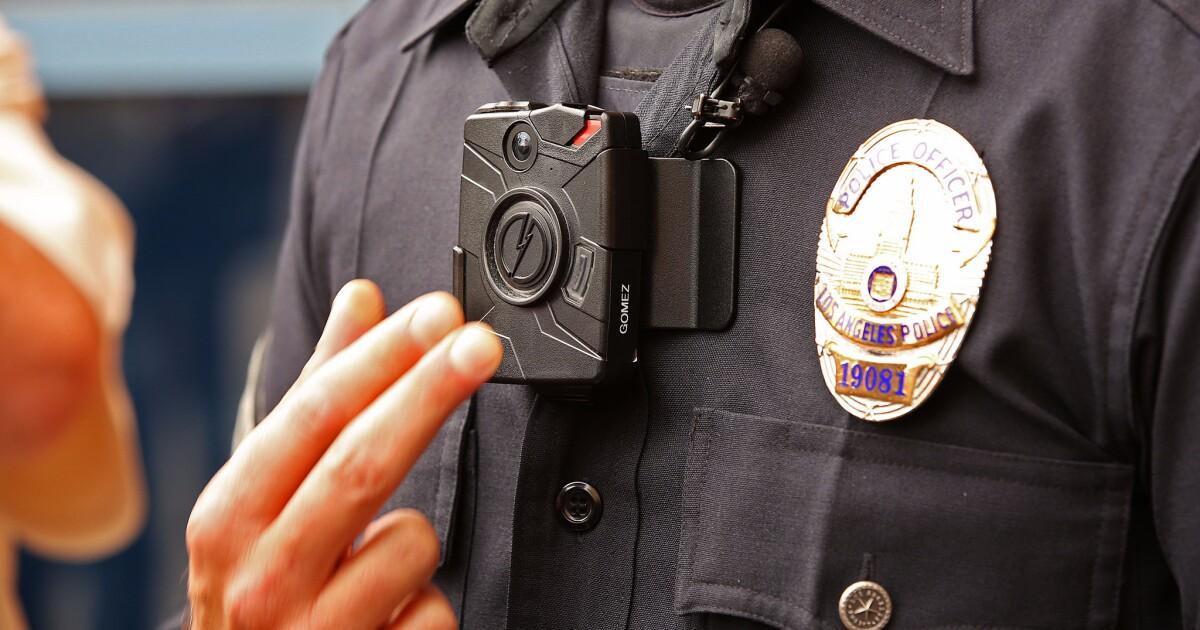 LAPD-officer, den eigenen Körper cam eingefangen ihm angeblich das berühren der Toten Frau in die Brust