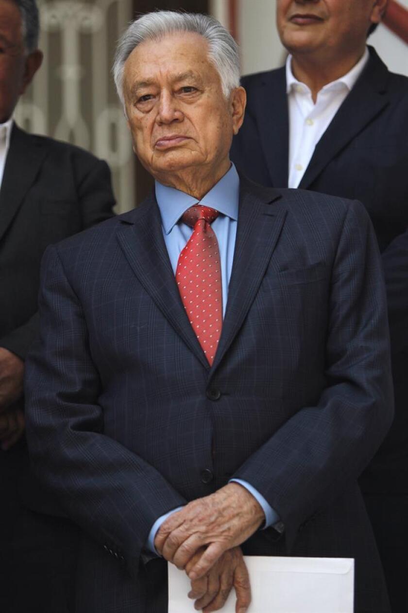 El próximo director de la Comisión Federal de Electricidad (CFE), Manuel Bartlett, participa en una rueda de prensa en Ciudad de México (México). EFE/Archivo