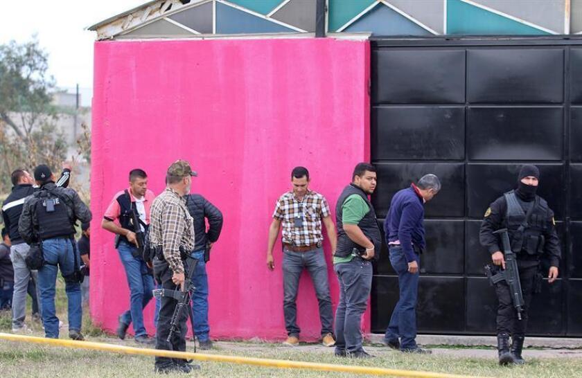 Policías ministeriales recaban información hoy, jueves 25 de enero de 2018, en la colonia Ojo de Agua en Tlaquepaque Jalisco (México). EFE